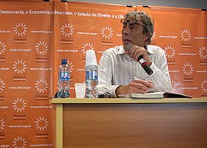 Demetrio Magnoli no Imil na sala de aula