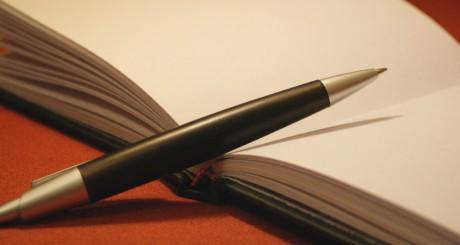 livro e caneta (novo)