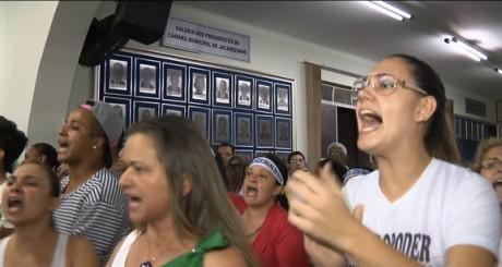 Jacarezinho (população pressiona vereadores)