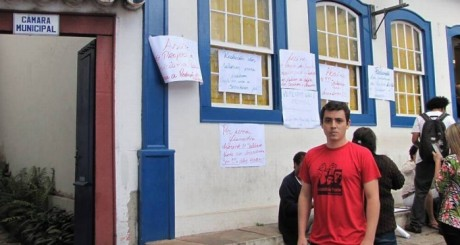 Moradores protestam para diminuir salário de vereadores (Emerson Araújo)