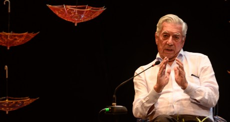 Mario Vargas Llosa speaks at an event at the HAY Festival  in Cartagena  on January 26,2013
