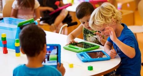 21ago2013---alunos-utilizam-tabletes-no-primeiro-dia-de-aula-do-colegio-steve-jobs-em-sneek-no-norte-da-holanda-nesta--iloveimg-resized