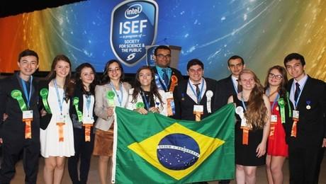estudantes-premiados-intel--iloveimg-resized (1)