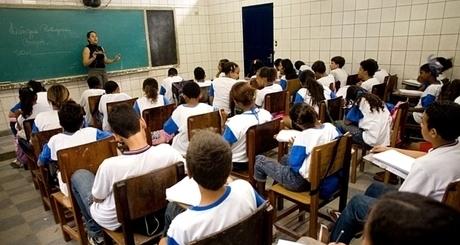 escola-publica-original-iloveimg-resized-iloveimg-cropped