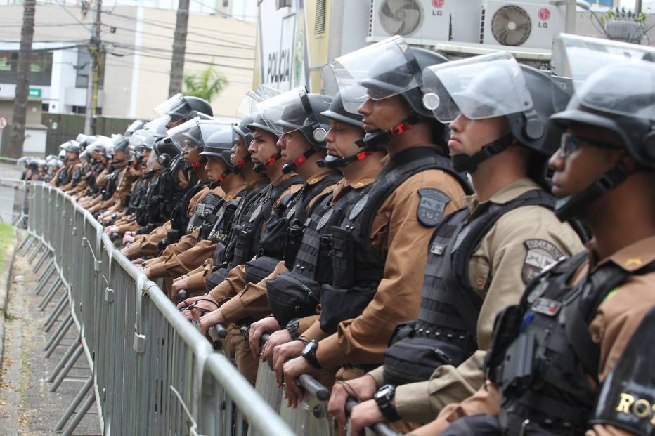 CURITIBA/PR 10/05/2017 POLÍTICA / DEPOIMENTO / LULA / SERGIO MORO / LAVA JATO - Entorno da Justiça Federal de Curitiba, onde ocorrerá o depoimento do ex-presidente Luíz Inácio Lula da Silva ao juiz Sérgio Moro pela investigação da operação Lava Jato, tem ruas bloqueadas e esquema de segurança montado pela Polícia Militar. FOTO WERTHER SANTANA/ESTADÃO