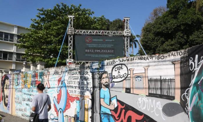 71730831_EC-Rio-de-Janeiro-RJ-18-09-2017-Painel-mede-a-peda-diaria-no-orcamento-das-universidades-pu